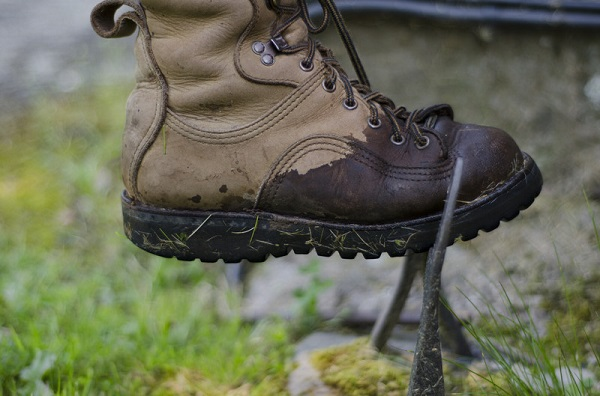 What's The Best Way To Dry Wet Hiking Boots? - Coolhikinggear.com