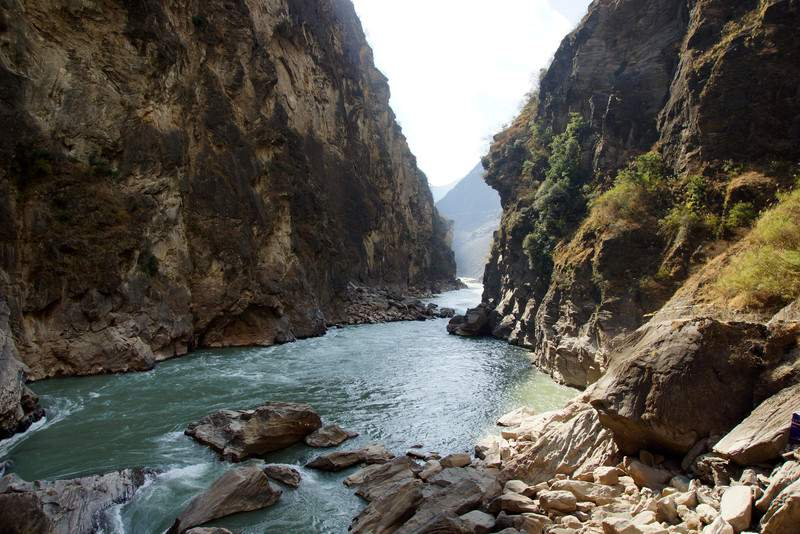 Tiger Leaping Gorge hutiaoxia near Lijiang, Yunnan Province, China